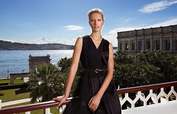 Karolina Kurkova parfümünü Istanbul'da tanıttı
